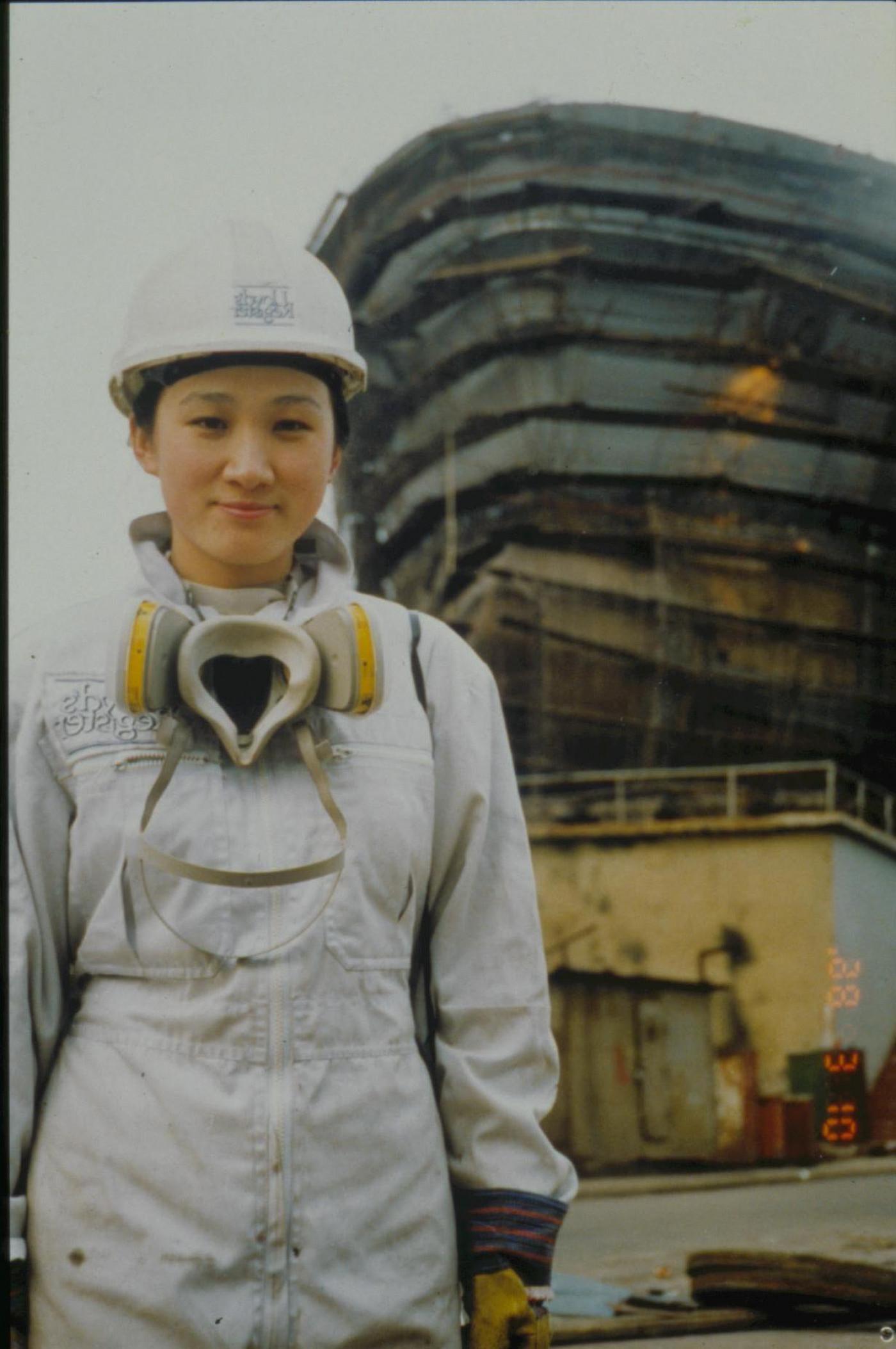 Li-Rhong Zhou, Dalian Shipyard 2001