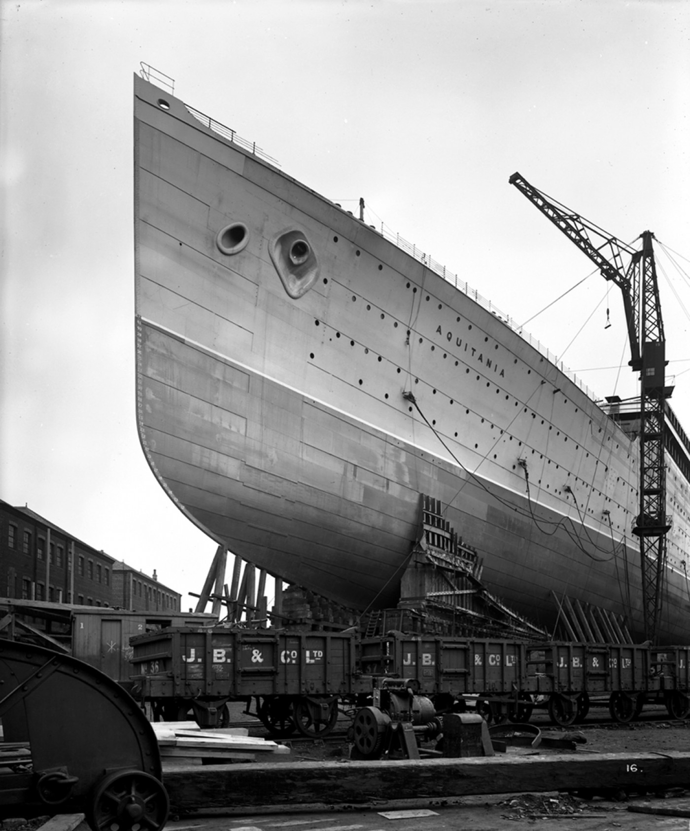 Aquitania_before_her_launch