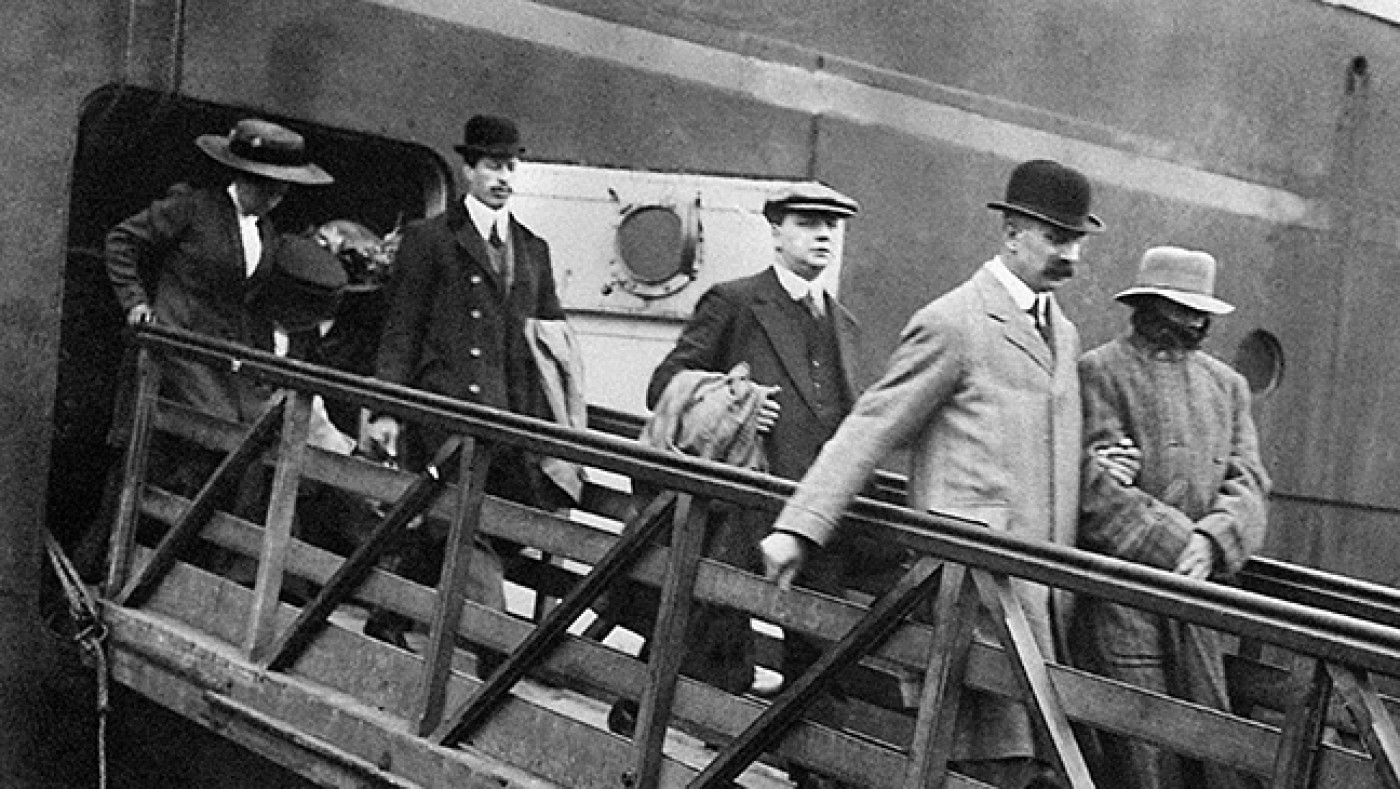 Dr Crippen being escorted from the Montrose by Inspector Dew