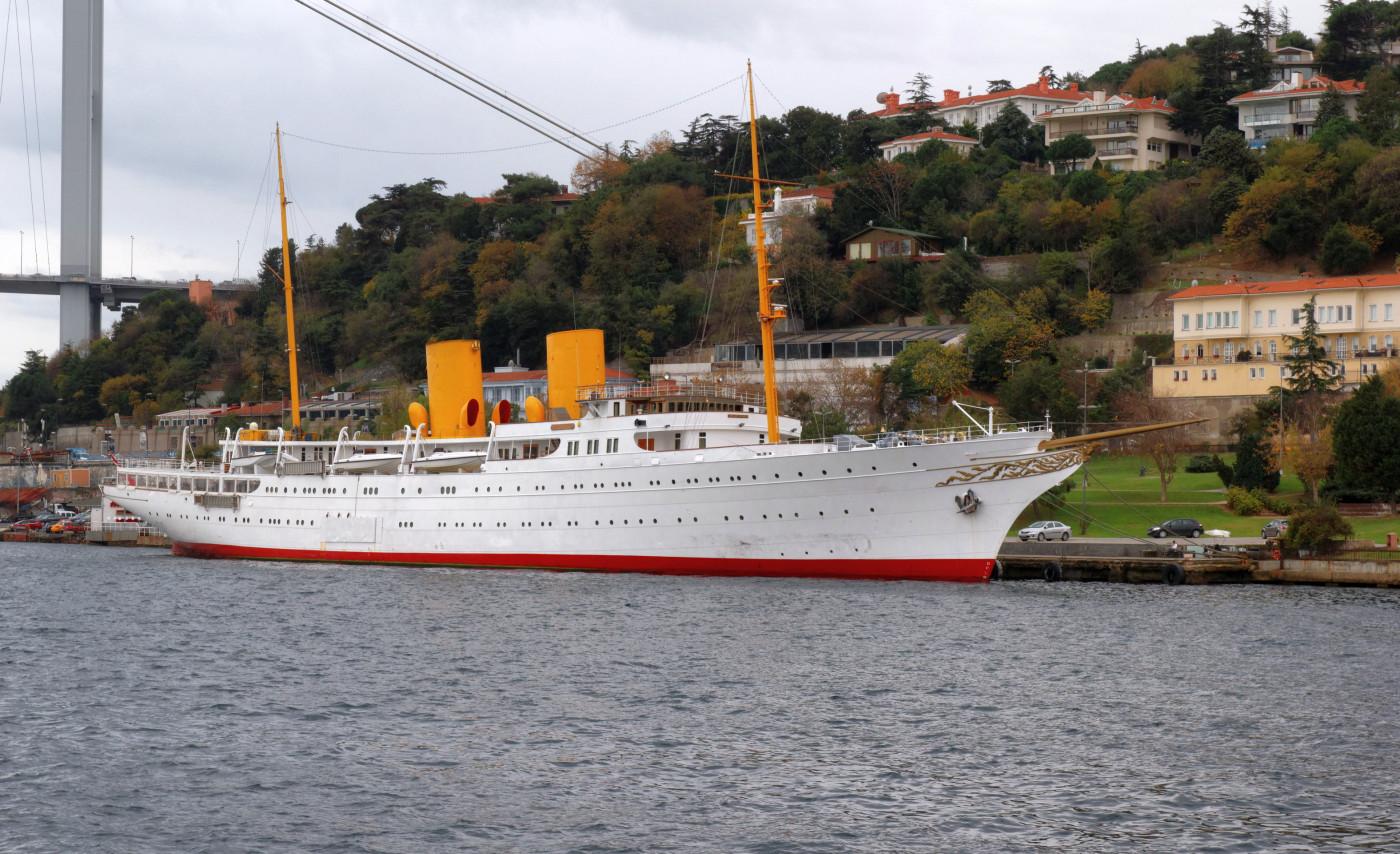 Istanbul_Bosphorus_Motor_yacht_Savarona_IMG_7845_1920