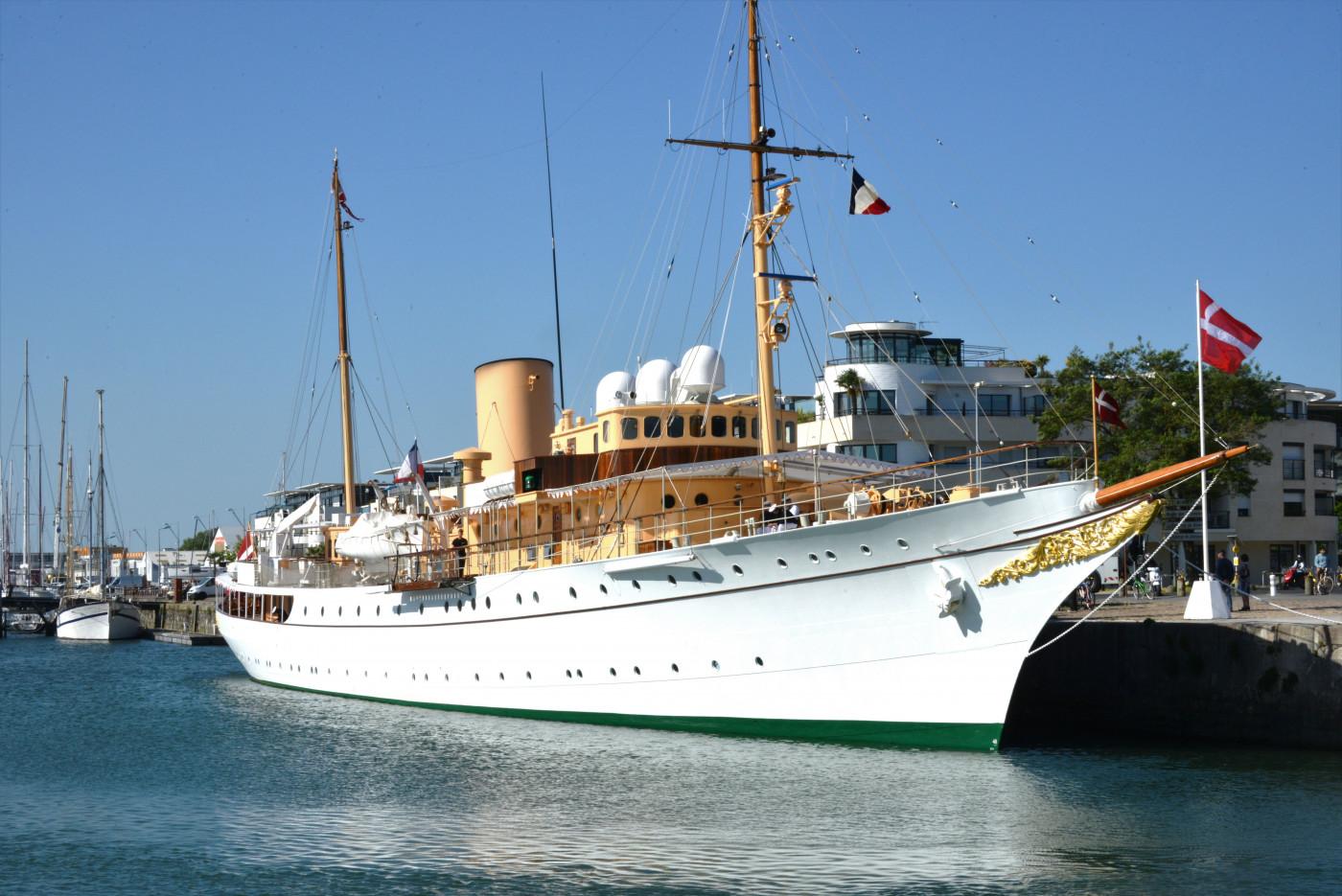 Le_yacht_royal_danois_Dannebrog_(92) (1)
