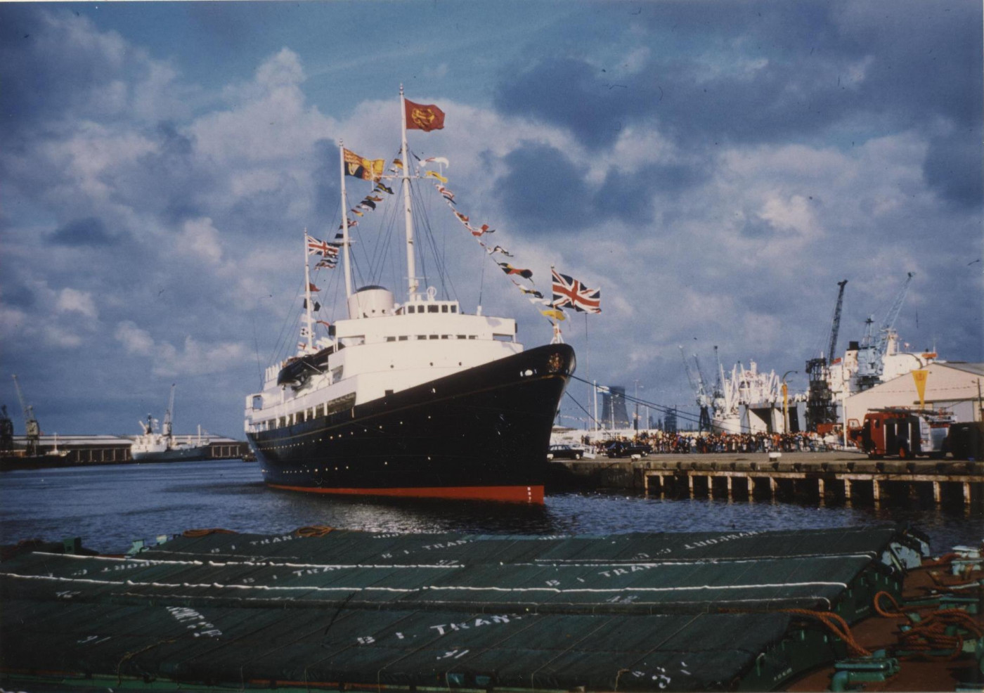 The_Royal_Yacht_Britannia_in_King_George_Dock,_Hull_13th_July_1977_(archive_ref_CCHU-4-1-9-2)_(25952